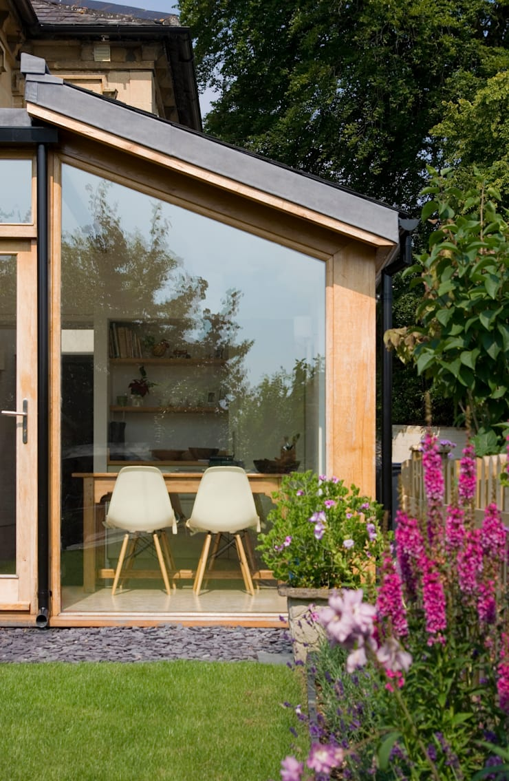 Rumah oleh Designscape Architects Ltd, Modern