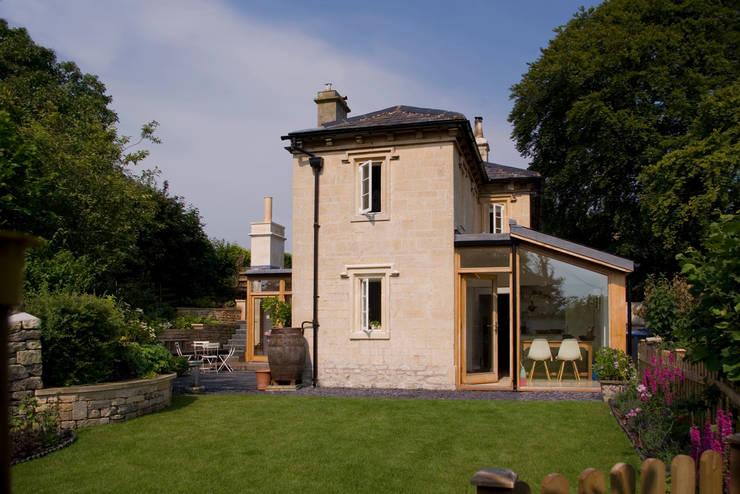 Church Lane: classic Houses by Designscape Architects Ltd