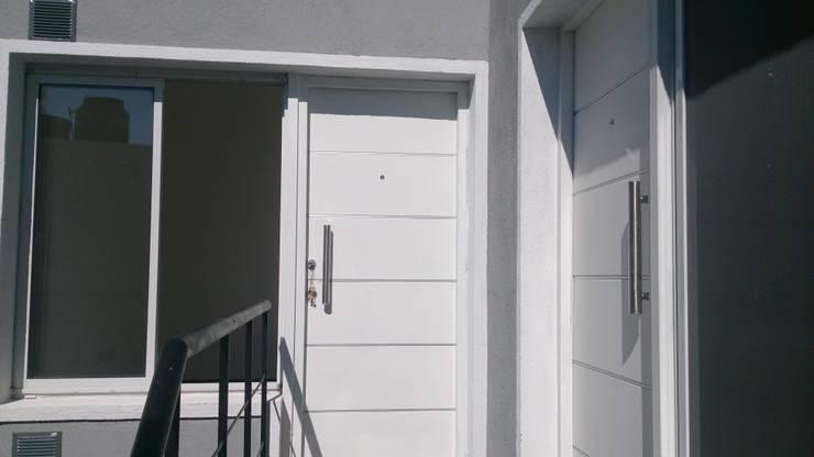 Alsina 1117: Casas de estilo moderno por SCS Arquitectura