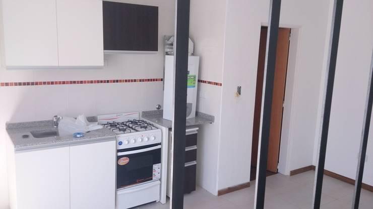 Alsina 1117: Cocinas de estilo moderno por SCS Arquitectura