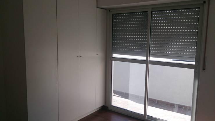 Alsina 1117: Dormitorios de estilo moderno por SCS Arquitectura