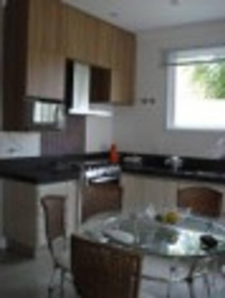 Cozinha : Cozinhas  por Rodrigues&Coutinho Projetos, Engenharia e Decoração