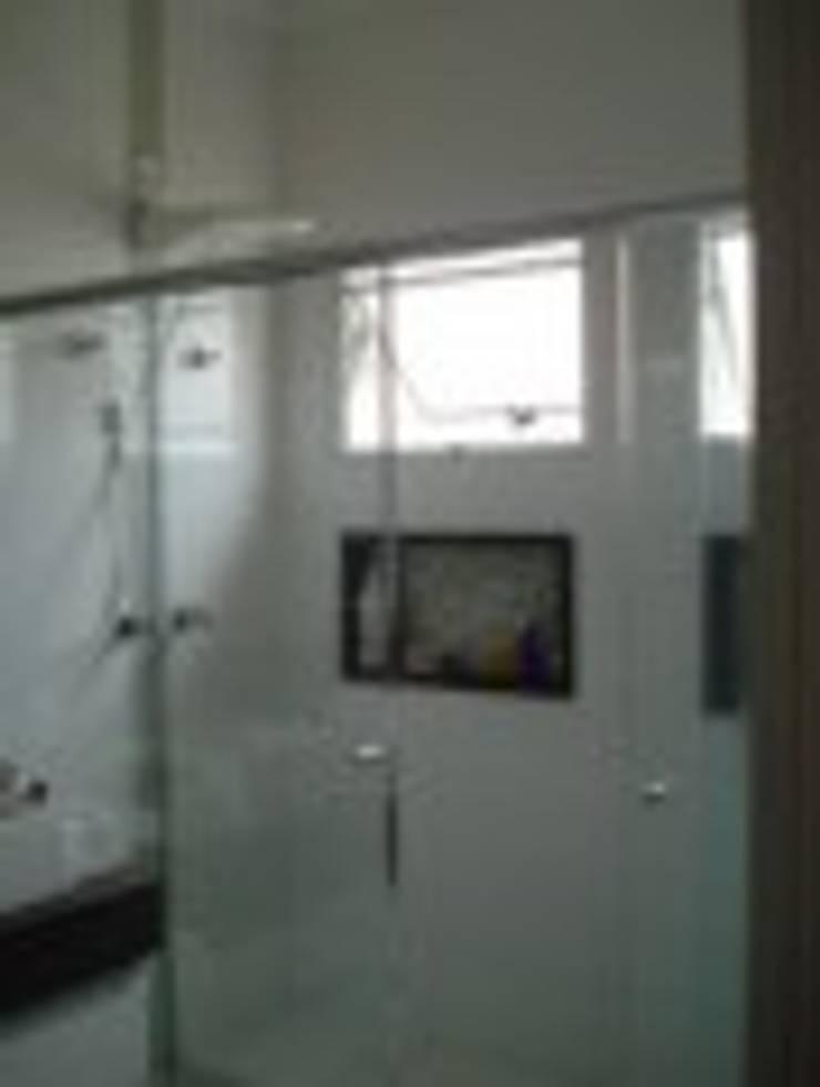 Banheiro Casal - nichos: Banheiros  por Rodrigues&Coutinho Projetos, Engenharia e Decoração