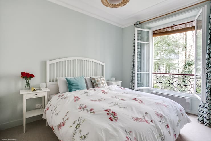 Chambre parentale cosy: Chambre de style  par Decorexpat