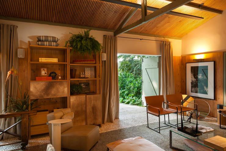 Salon de style  par Marina Linhares Decoração de Interiores