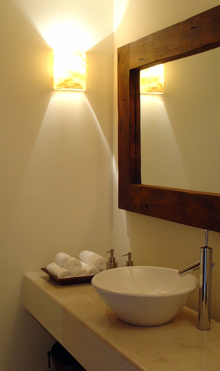 Departamento en Lomas Country Club: Baños de estilo  por H + M Arquitectos