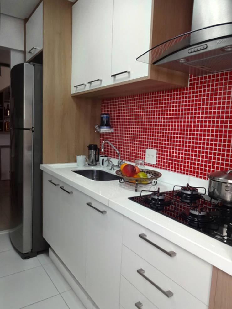 Cozinha Pequena: Cozinhas  por Odete Brito