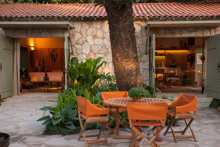 庭院 by Marina Linhares Decoração de Interiores