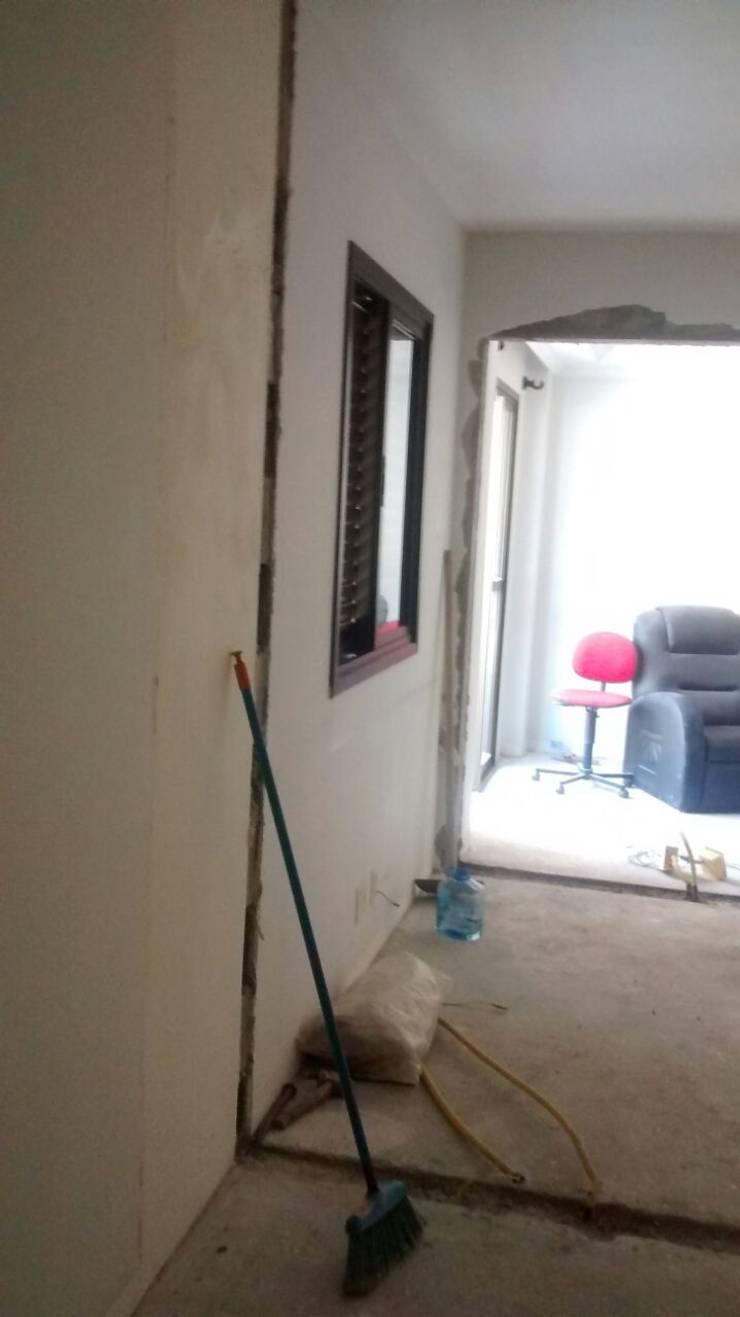 Demolições durante a Obra:   por LC ARQUITETURA