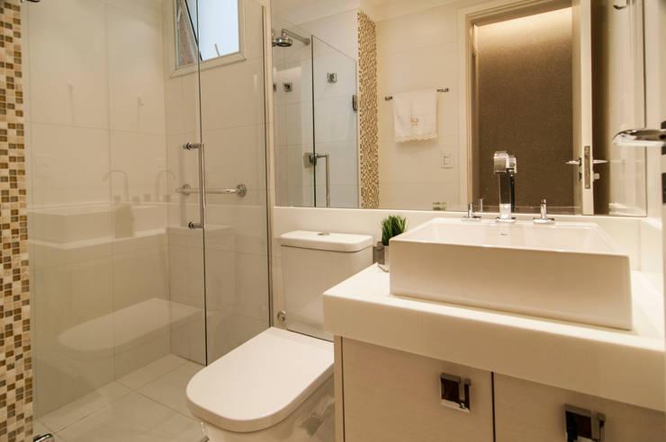 Banho Social: Banheiros  por LC ARQUITETURA