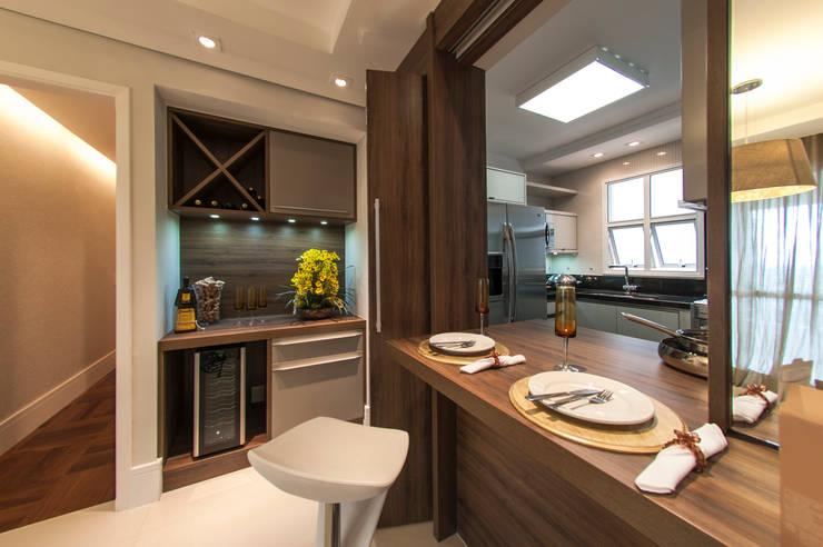 Sala de Jantar integrada com a cozinha: Salas de estar  por LC ARQUITETURA