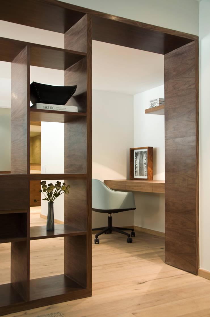 Loft2: Estudios y oficinas de estilo  por Basch Arquitectos