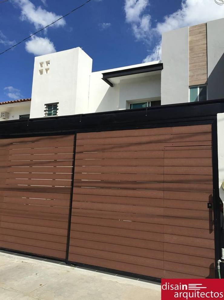 Rioja: Casas de estilo  por disain arquitectos