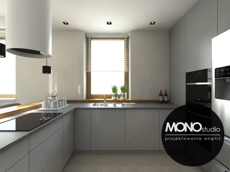 Nowoczesna minimalistyczna kuchnia w jasnej tonacji .: styl , w kategorii Kuchnia zaprojektowany przez MONOstudio