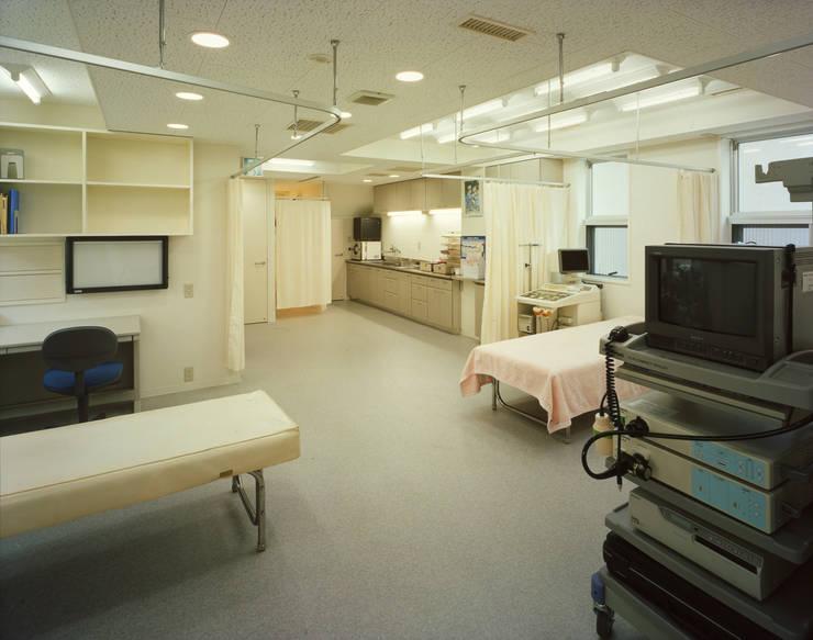 1階医院の診療部分 モダンデザインの 書斎 の Guen BERTHEAU-SUZUKI Co.,Ltd. モダン