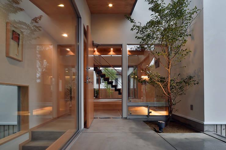 MJ2-houseアプローチ: 株式会社 森本建築事務所が手掛けた家です。