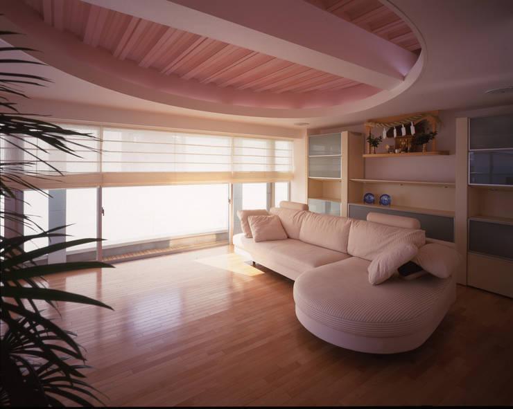 3階ファミリールーム モダンデザインの 多目的室 の Guen BERTHEAU-SUZUKI Co.,Ltd. モダン