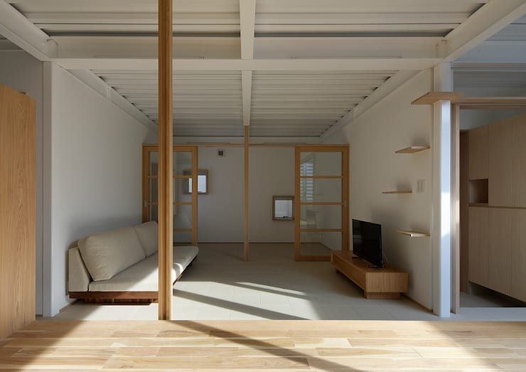 Modern living room by 大野アトリエ Modern Wood Wood effect