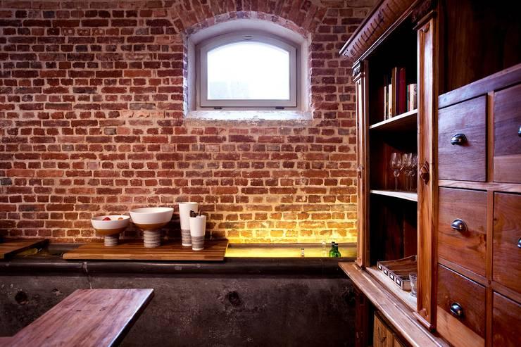 Puertas y ventanas de estilo  por Kneer GmbH, Fenster und Türen