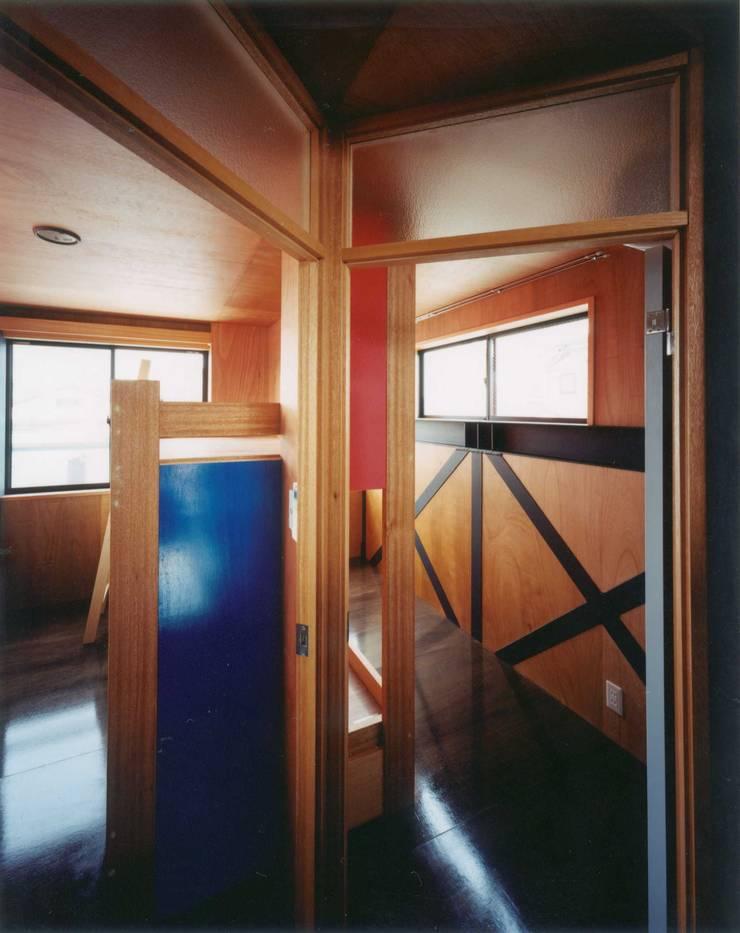 子供室: 有限会社 高橋建築研究所が手掛けた子供部屋です。
