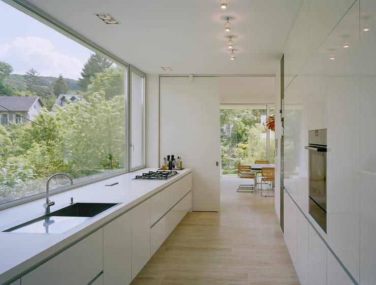 SILVERGIRL: moderne Küche von DREER2