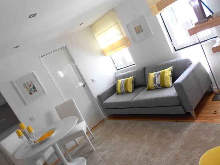 Sala de estar: Salas de estar  por Interiores com alma