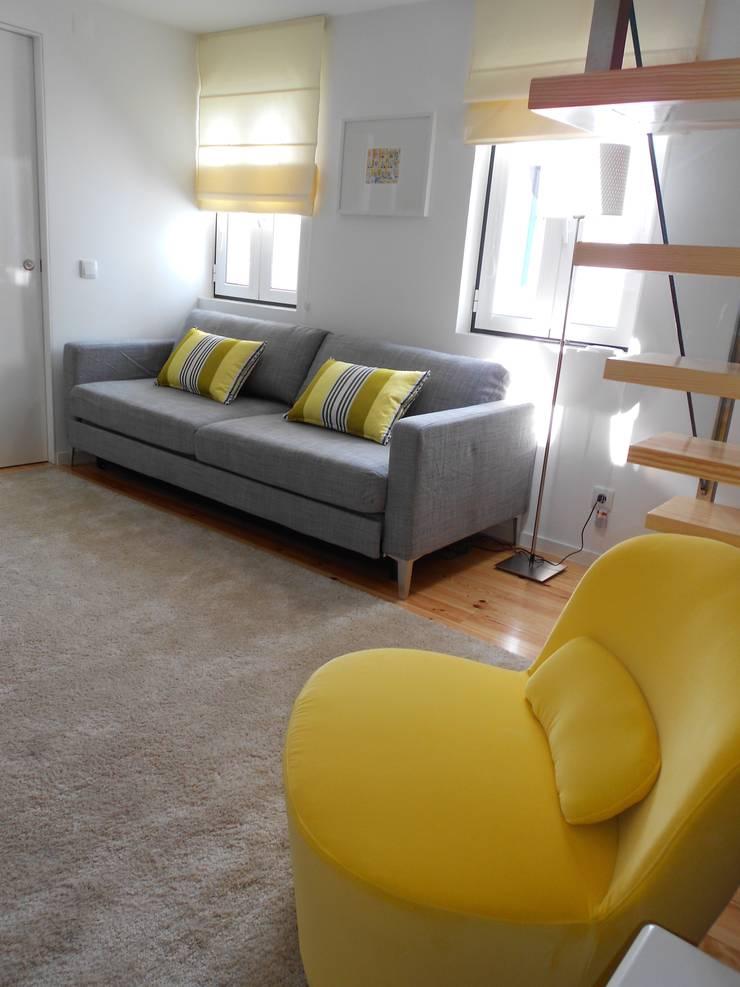 Apartamento em São Bento: Salas de estar  por Interiores com alma