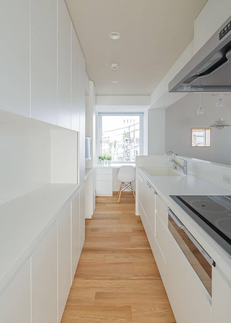 N house: 株式会社K&T一級建築士事務所が手掛けたキッチンです。