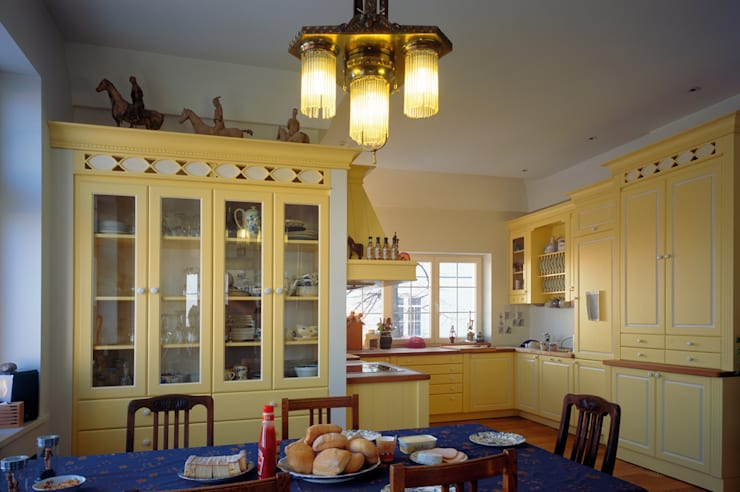 Kuchnia: styl , w kategorii Kuchnia zaprojektowany przez Grafick sp. z o. o.,Klasyczny Drewno O efekcie drewna