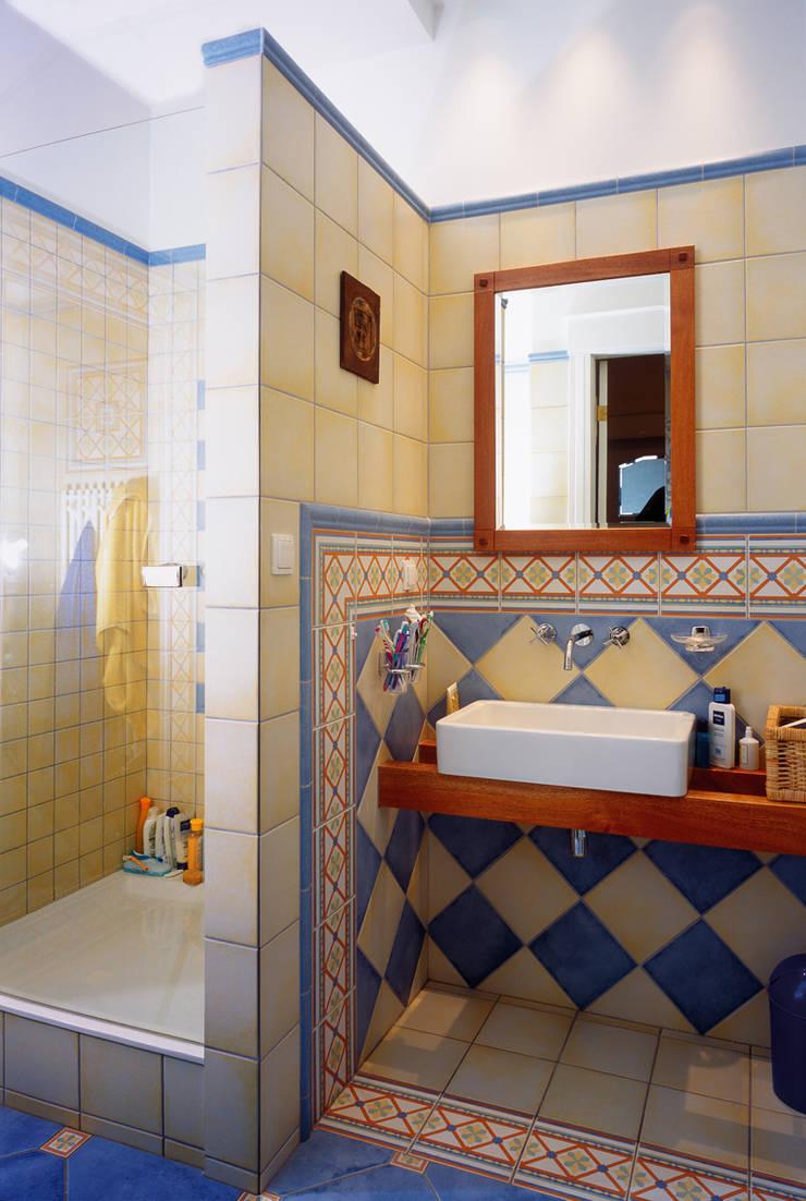 Łazienka dla dzieci: styl , w kategorii Łazienka zaprojektowany przez Grafick sp. z o. o.,Klasyczny Ceramika