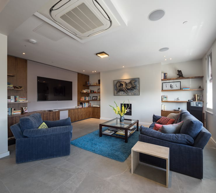 St. Mary Abbots: modern Media room by Coupdeville