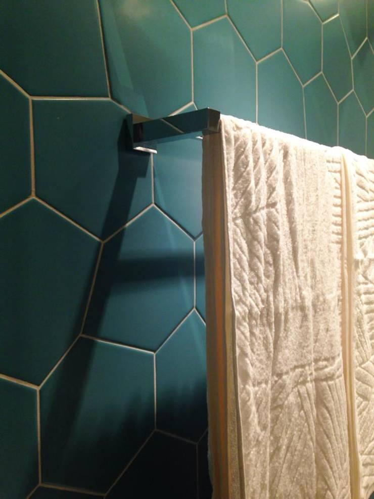 Reforma Apartamento Guarapari: Banheiros  por STUDIO 52