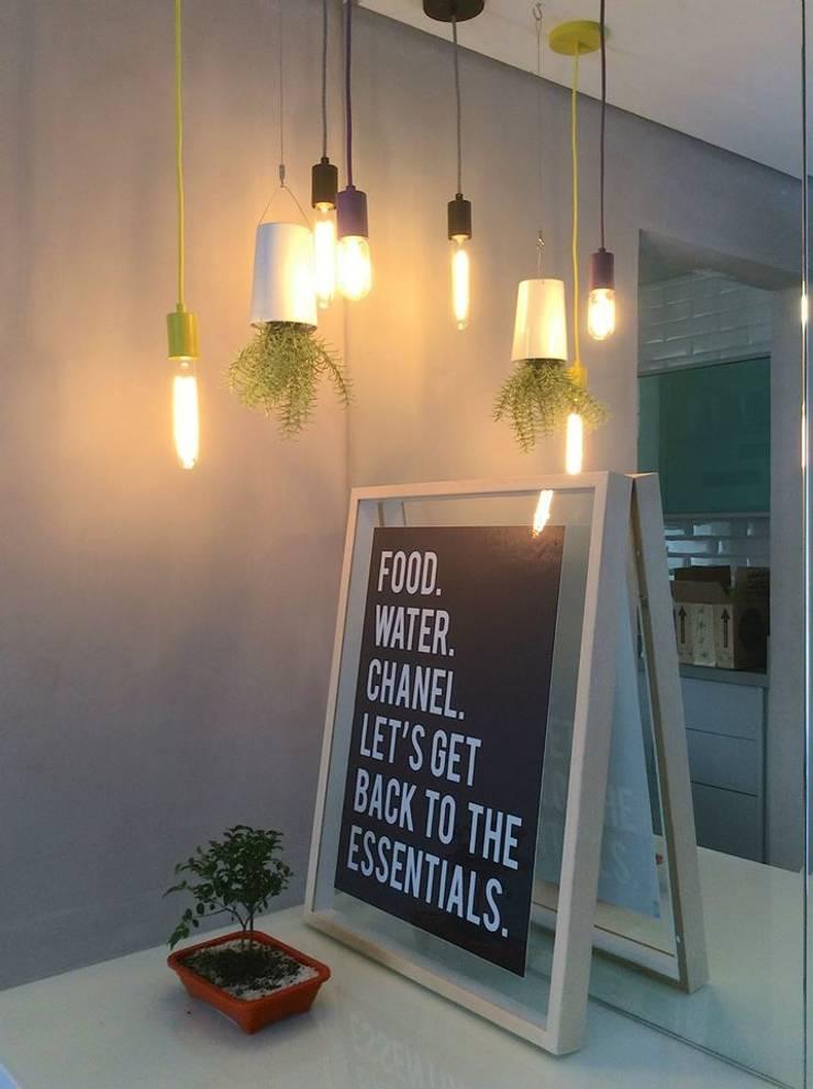 Reforma Apartamento Guarapari: Salas de jantar  por STUDIO 52