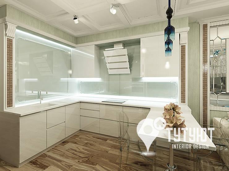 Нежный интерьер для счастливой хозяйки в ЖК <q>Университетский</q>: Кухни в . Автор – Interior Design Studio Tut Yut