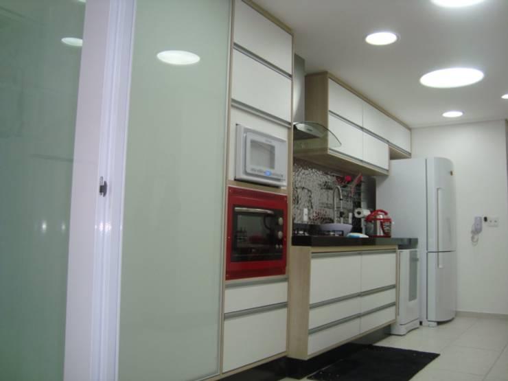 COZINHA: Cozinhas  por Nanci Pedro Arquitetura,