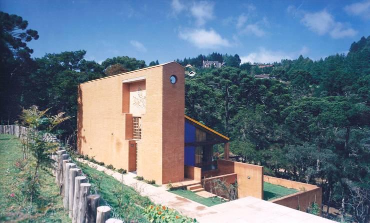 Vista do Estacionamento - Antes da reforma:   por Carlos Bratke Arquiteto