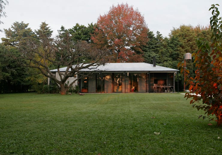 Casa Tortorelli Jardines modernos: Ideas, imágenes y decoración de IR arquitectura Moderno Metal