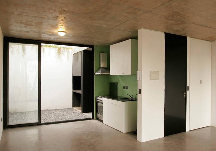 Kitchen by IR arquitectura, Modern Glass