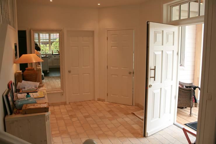 OPEN HOUSE entry:  Flur & Diele von THE WHITE HOUSE american dream homes gmbh,