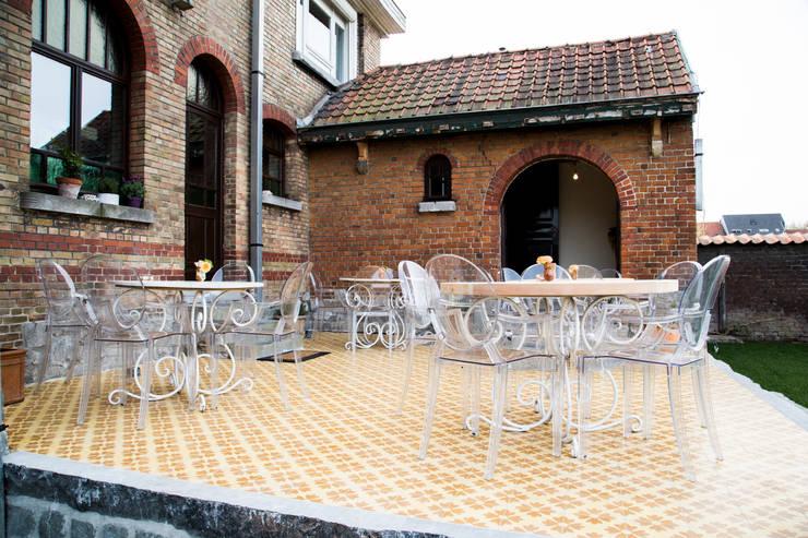 Terrazas de estilo  por Den Ouden Tegel