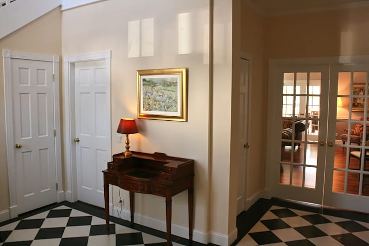 MANSION MINSTER Entry Hall :  Flur & Diele von THE WHITE HOUSE american dream homes gmbh