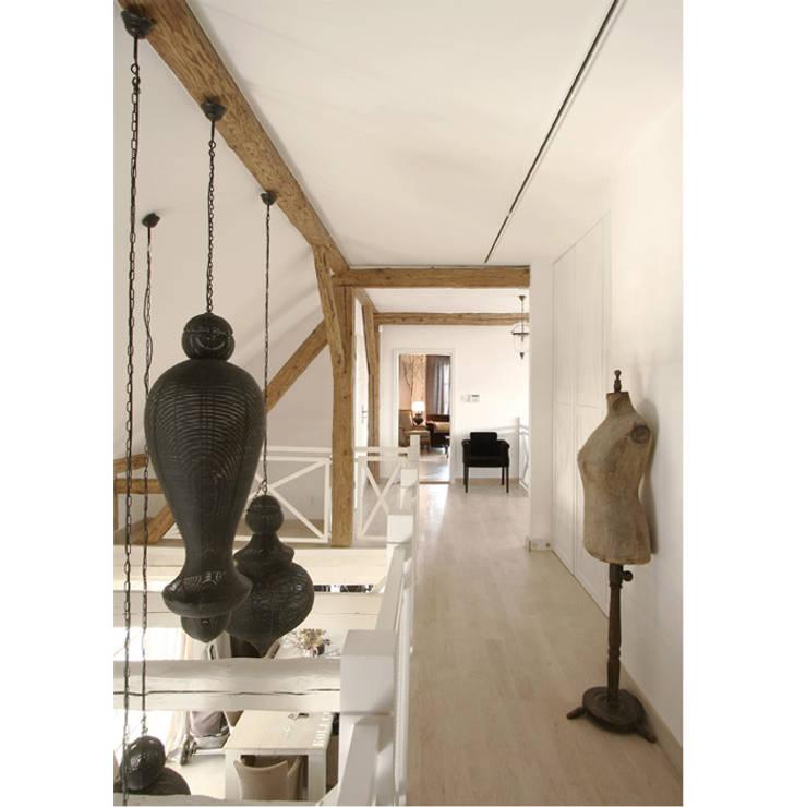 COUNTRY HOUSE 1: styl , w kategorii Korytarz, przedpokój zaprojektowany przez 2kul INTERIOR DESIGN