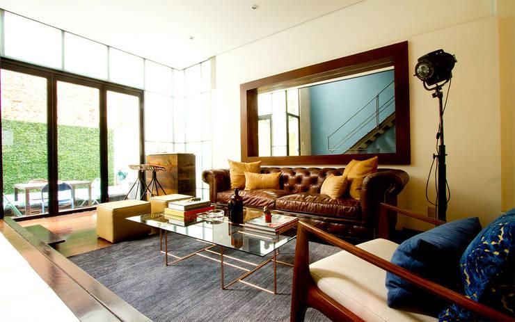 CASA CONDESA: Salas de estilo  por Ploka 8.7