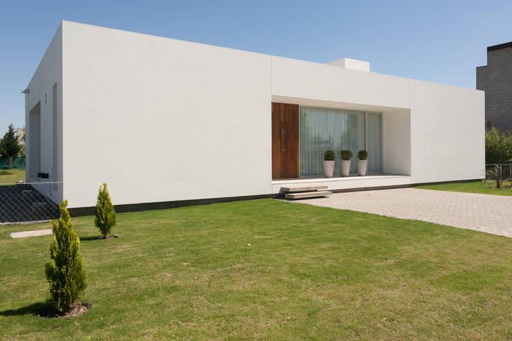 Casas de estilo  por VISMARACORSI ARQUITECTOS