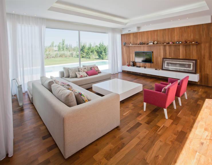Salas de estilo  por VISMARACORSI ARQUITECTOS