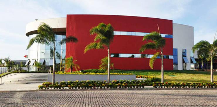 Espaços comerciais  por Aurion Arquitetura e Consultoria Ltda, Industrial