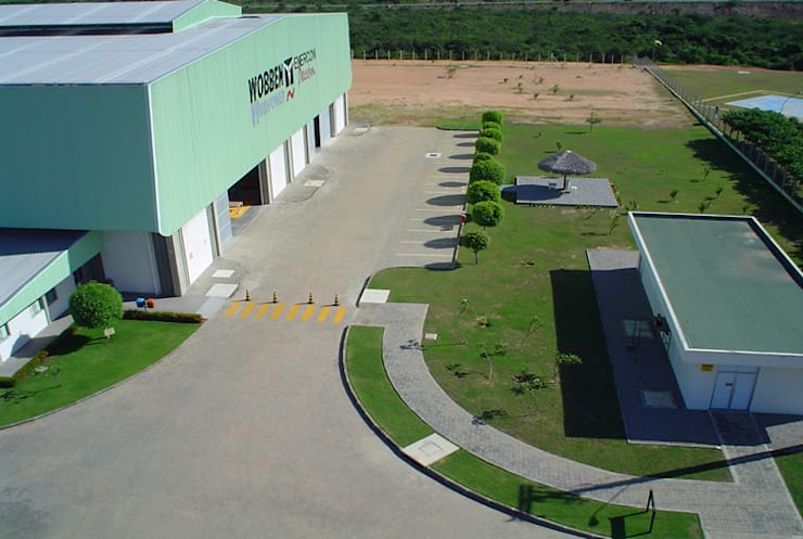 Wobben: Espaços comerciais  por Aurion Arquitetura e Consultoria Ltda