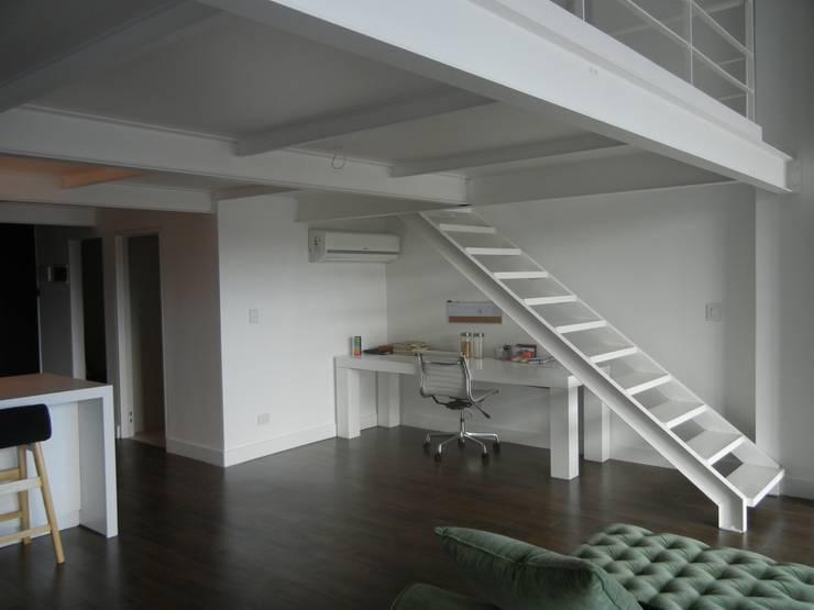 Living room by Fainzilber Arqts., Modern