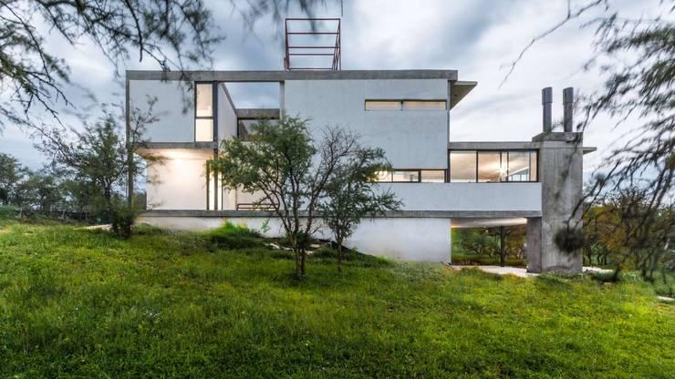 CASA NIETO: Casas de estilo  por ARP Arquitectos