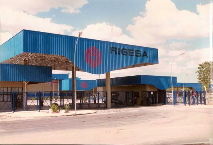 Rigesa Nordeste S/A: Espaços comerciais  por Aurion Arquitetura e Consultoria Ltda